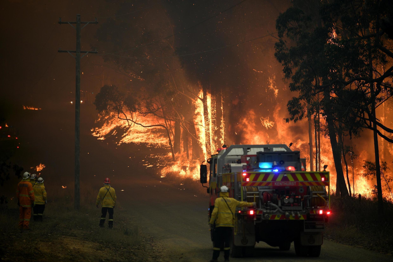 悉尼東部上百個森林火災焚燒多日