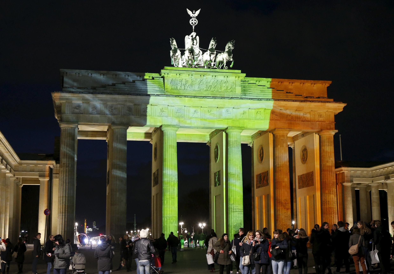 Portão de Brandeburgo, em Berlim, ganhou as cores da Bélgica na noite desta terça-feira (22).
