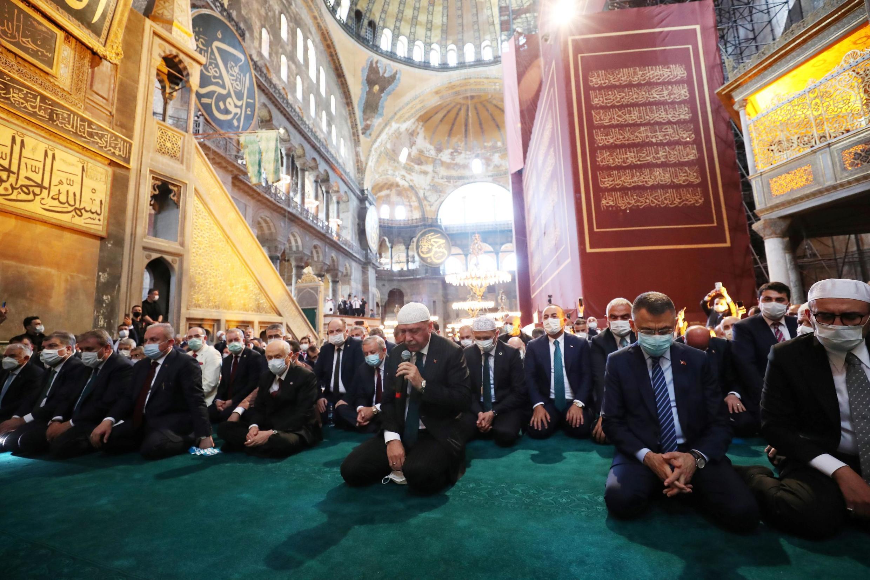 Shugaban Tayyip Erdogan tare da mukarrabansa a wurin sallar Juma'a a Hagia Sophia