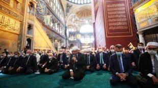 اردوغان در نماز جماعت در کلیسای ایا صوفیه.