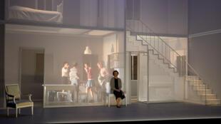 La pièce «J'étais dans ma maison et j'attendais que la pluie vienne», de Jean-Luc Lagarce, mise en scène par Chloé Dabert au Théâtre du Vieux Colombier.
