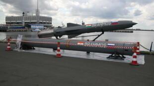 Tên lửa siêu thanh BrahMos do Nga và Ấn Độ hợp tác chế tạo.
