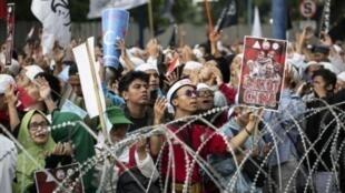 印尼穆斯林在中國駐雅加達使館前抗議。