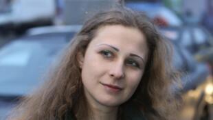В Москве задержали двух участниц Pussy Riot, фигуранта «московского дела» Самариддина Раджабова и художника по имени Фархат