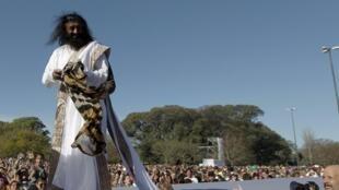 Sri Sri Ravi Shankar avant la séance de méditation massive, à Buenos Aires, le 9 septembre 2012.
