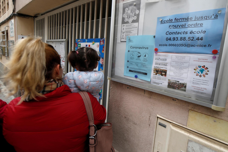 Đóng cửa các trường học là một trong những biện pháp ngăn ngừa dịch bệnh lây lan.