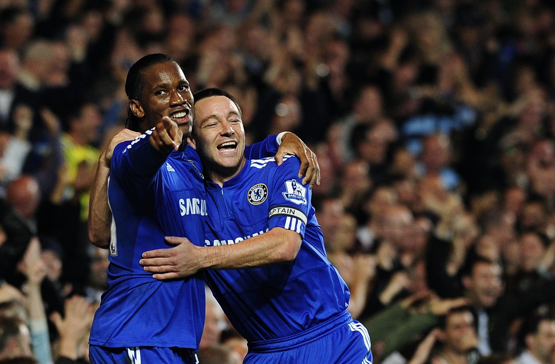 Didier Drogba félicité par John Terry après son but contre Blackburn.