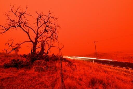 Les feux de forêt en Australie ne menacent pas dans l'immédiat Melbourne, mais les fumées en polluent l'atmosphère
