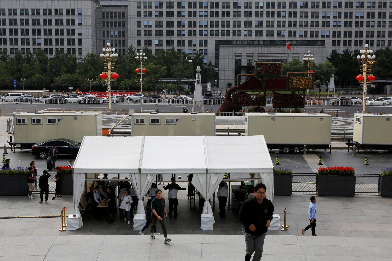Les contrôles ont été renforcés en vue des célébrations du 1er octobre, comme ici sur l'Oriental Plaza.