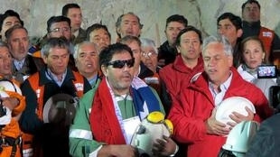 Luis Urzua, người thợ mỏ Chilê cuối cùng được đưa lên mặt đất ngày 13/10/2010.