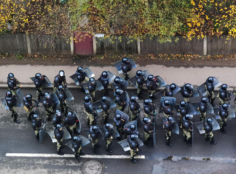 2020-11-15T154350Z_648575856_RC2R3K9ANM3U_RTRMADP_3_BELARUS-ELECTION-PROTESTS