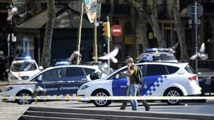 Les policiers sur les lieux de l'attaque à Barcelone le 17 août 2017.
