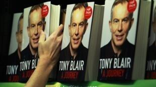 «A Journey» de Tony Blair, l'ancien Premier ministre britannique, est en vente dans les librairies depuis le 1er septembre 2010.