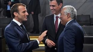 French President Emmanuel Macron (L) with Spanish Prime Minister Pedro Sanchez (C) and Portugueuse Prime Minister Antonio Costa (R) at NATO summit in Brussels on July 11, 2018.