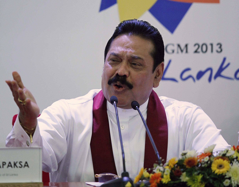 Le Président du Sri Lanka Mahinda Rajapaksé lors d'une conférence de presse en amont du sommet du Commonwealth à Colombo, le 14 novembre 2013.
