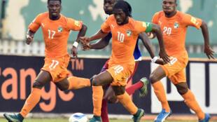 Les Ivoiriens Serge Aurier (gauche), Gervinho (centre) et Serey Dié (droite).