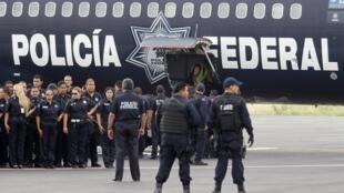Un groupe d'officiers de l'armée fédérale méxicaine envoyé sur une opération anti-drogue le 26 août  2010.