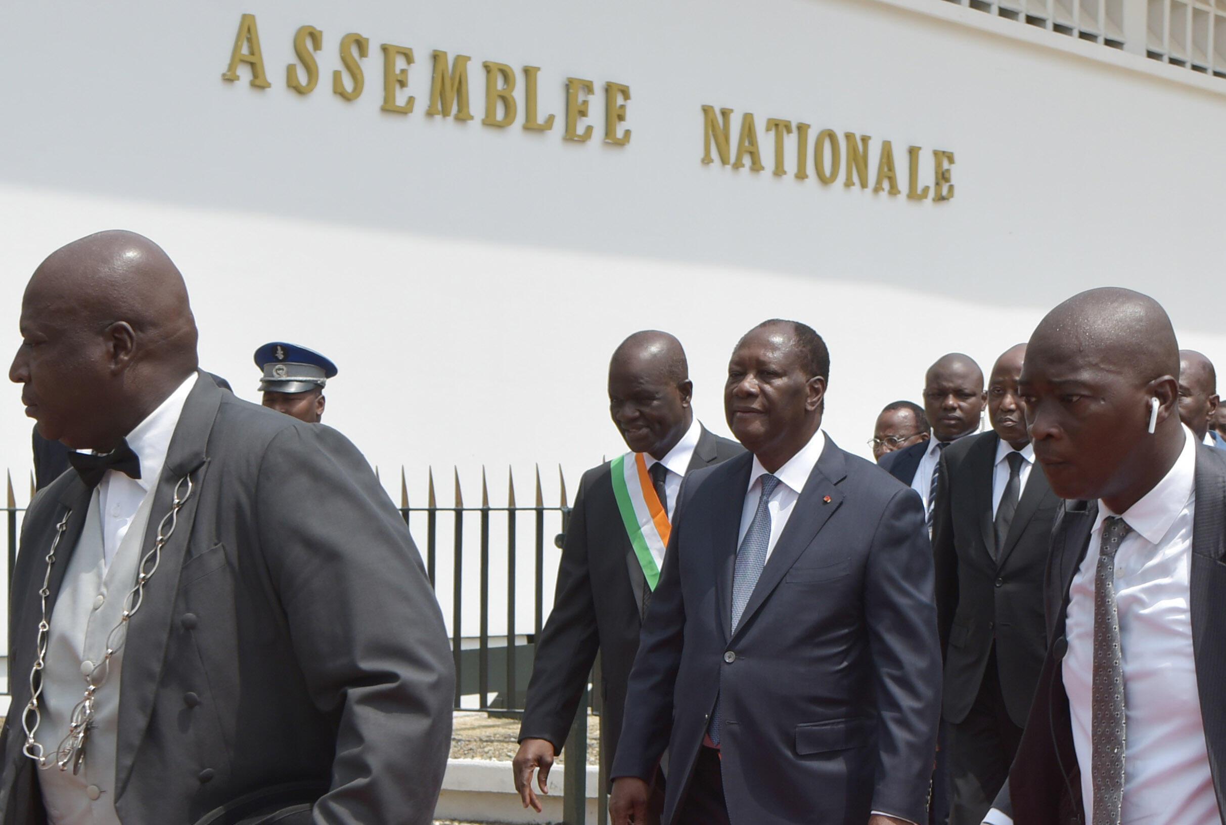 Le président Ouattara accompagné du président de l'Assemblée nationale le 1er avril 2019.