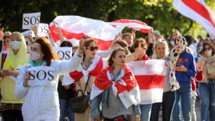Phụ nữ ủng hộ phe đối lập Belarus biểu tình ngày 19/09/2020 tại thủ đô Minsk (Belarus) phản đối bạo lực cảnh sát và bác bỏ kết quả bầu cử tổng thống.