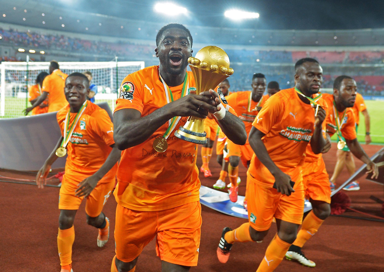 Kolo Touré akisherehekea ushindi wa Cote D'ivoire baada ya kuishinda Ghana