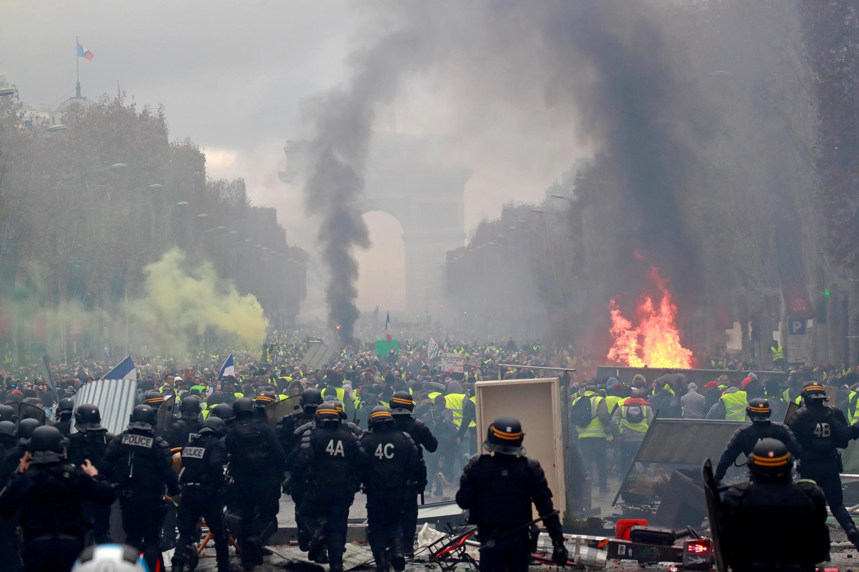 Елисейские поля во время протестной акции «желтых жилетов».