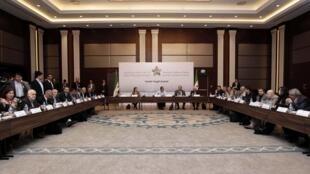 Membros da coalizão síria de oposição reunidos em Istambul, na Turquia.