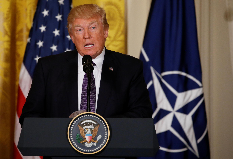 دونالد ترامپ رئیس جمهور ایالات متحده آمریکا نشست خبری مشترک  با دبیر کل ناتو، چهارشنبه ۲۳ فروردین/ ۱۲ آوریل در کاخ سفید واشنگتن. .