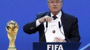 El presidente de la FIFA, Joseph Blatter, en el momento del anuncio de las sedes mundialistas.