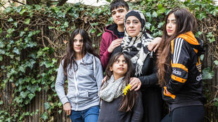 Farah, Sara, Helen, leur mère Hala et leur frère Mohamed ont fui Alep en avril 2015 et sont réfugiés en Allemagne.