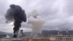 Capture d'écran d'une vidéo sur les bombardements à Stepanakert, la capitale du Haut-Karabakh, éloignée de plusieurs kilomètres de la ligne de front, le 4 octobre 2020
