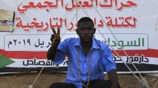 Un Soudanais originaire du Darfour aux abords du QG de l'armée à Khatoum, le 22 mai 2019.