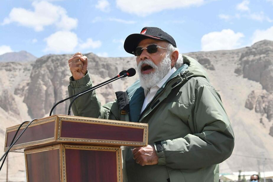 e premier ministre indien Narendra Modi a effectué le 3 juillet une visite surprise au Ladakh, région himalayenne frontalière de la Chine et source de tensions après un affrontement meurtrier entre les armées des deux géants asiatiques