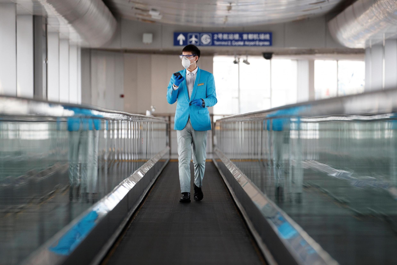 L'OMS a rapporté, ce lundi, que 70% des cas rapportés en Chine avaient guéri. Photo prise à l'aéroport international de Pékin, le 9 mars 2020.