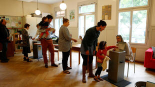 A Suíça rejeitou este domingo, em referendo, a proposta de introduzir um rendimento básico incondicional a todos os habitante do país.