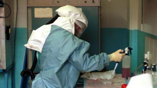 Des échantillons de sang ont été envoyés dans un laboratoire spécialisé à Atlanta, aux Etats-Unis.