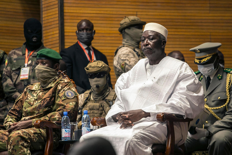 Mali : rais Ba N'Daw et Moctar Ouane wakati wa mkutano wa usalama jijini Bamako Juni 2021