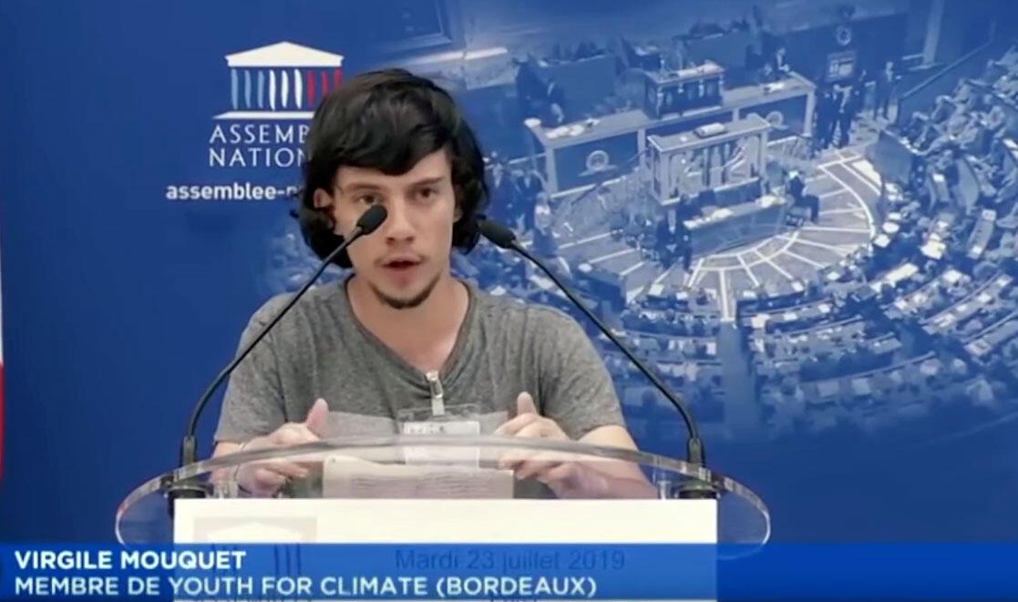 Virgile Mouquet durante discurso na Assembleia Nacional francesa em Paris, 23 de julho de 2019