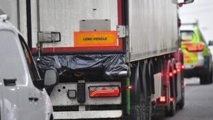 英國警方10月23日凌晨在埃塞克斯郡一輛卡車貨櫃里發現39具屍體。
