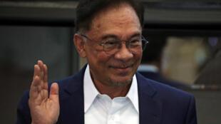 2020-09-23T043840Z_870987384_RC244J9B2F23_RTRMADP_3_MALAYSIA-POLITICS