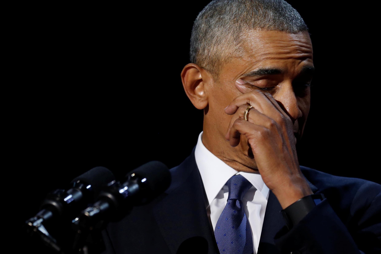 Barack Obama lau nước mắt khi đọc diễn văn cuối cùng trong tư cách tổng thống Mỹ, ngày 10/01/2017 tại Chicago (Hoa Kỳ).