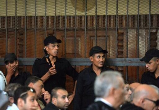 Les accusés, trois Frères musulmans, n'étaient pas présents dans le box du tribunal du caire, ce dimanche 25 août 2013.