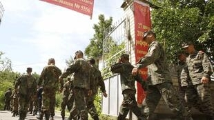 Kyrgyz soldiers arrive at a polling station in Osh