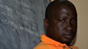 Aguibou Sow, enseignant à Conakry milite pour un retour des langues nationales dans l'éducation.