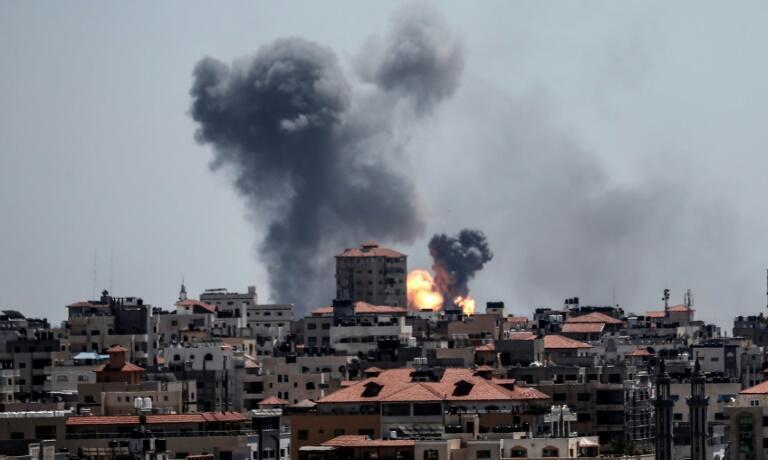 以色列对加沙哈马斯武装分子据点展开空袭