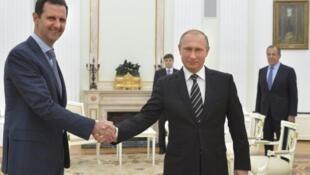 Олланд уверен, что после ракетного удара США в Сирии соотношение сил кардинально изменилось. На фото: Башар Асад и Владимир Путин в Кремле. Октябрь 2015