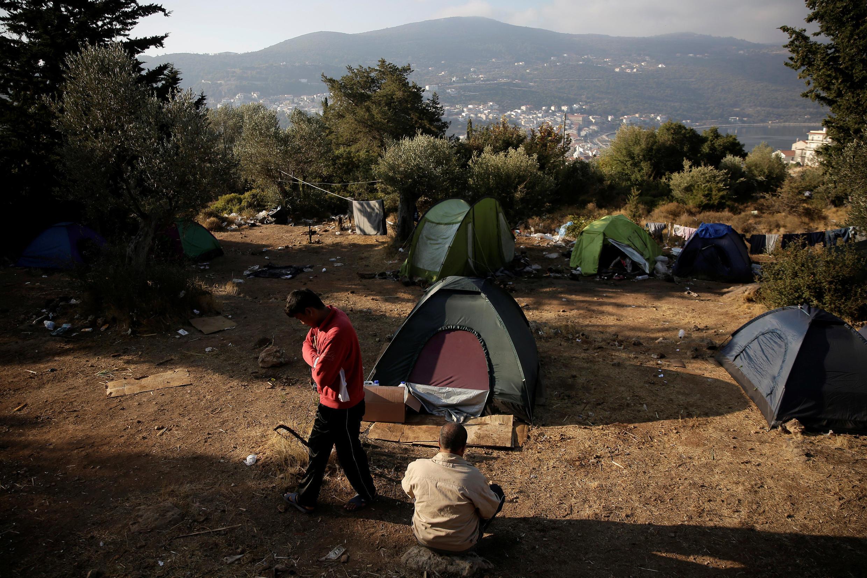 Des migrants dans un camp improvisé sur l'île de Samos, en Grèce, le 20 octobre 2017.