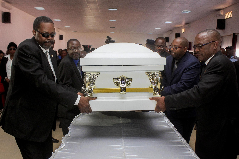 Caixão contendo os resto mortais do líder histórico da UNITA, Jonas Savimbi.