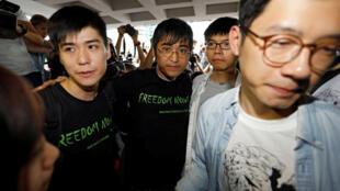 2014年香港雨伞运动四名前学生领袖2017年8月17日前往香港上诉庭。左起:岑敖晖,周永康,黄之锋,罗冠聪。