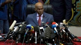Senegal's President Abdoulaye Wade speaks to journalists at a news conference in Dakar, 27 February