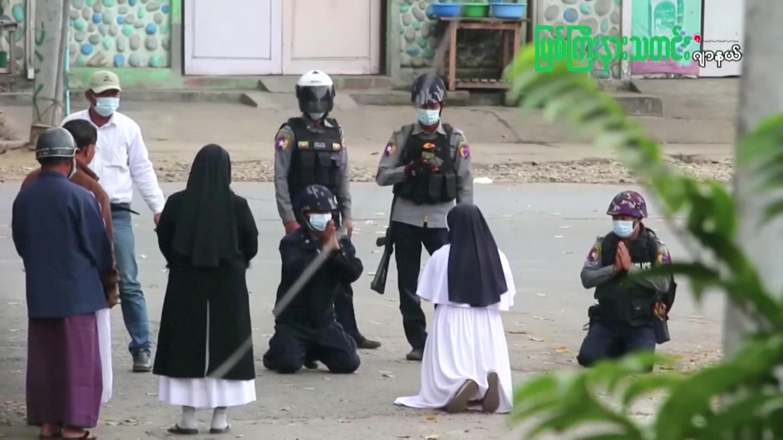 MYANMAR-POLITICS-NUN_08_03